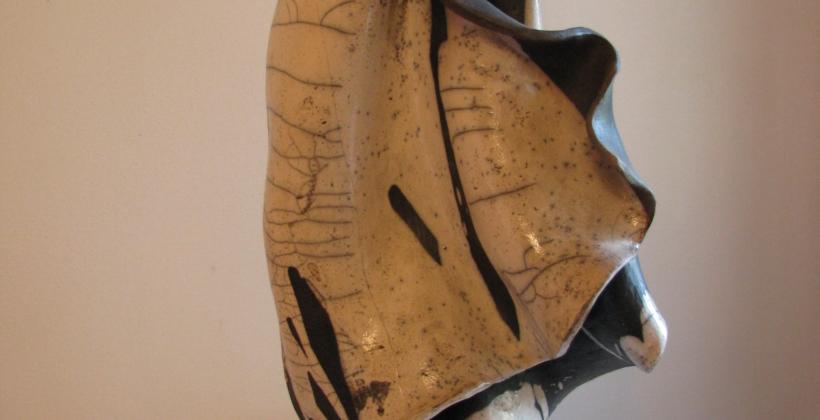 LA-VELA....NEL-MARE-DI-ALBISSOLA-2009-scultura-in-ceramica-Raku-820x420.jpg